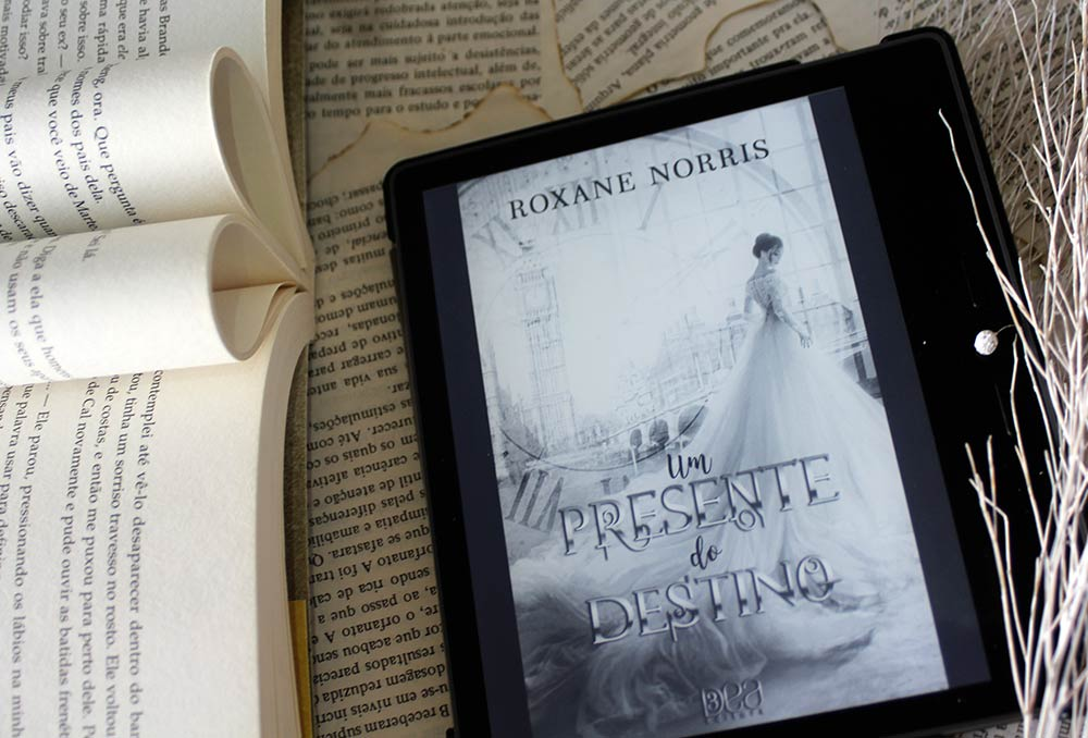 [RESENHA] Um Presente do Destino - Duologia Os Roskells #01 - Roxane Norris