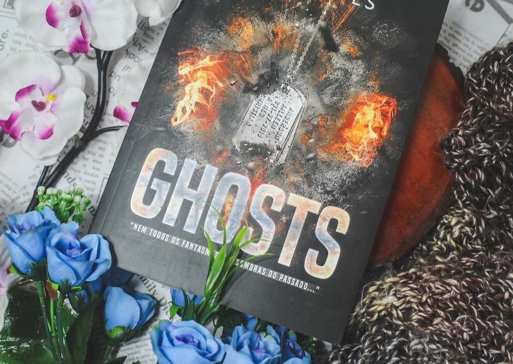 [RESENHA] GHOSTS - M.S. Fayes